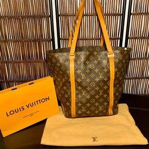 Louis Vuitton Authentic Sac Shopper, GORGEOUS!